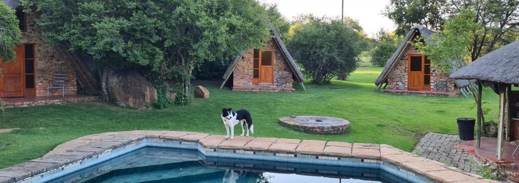 Comfy Full Moon Cabins have bedding and a kitchen lapa.